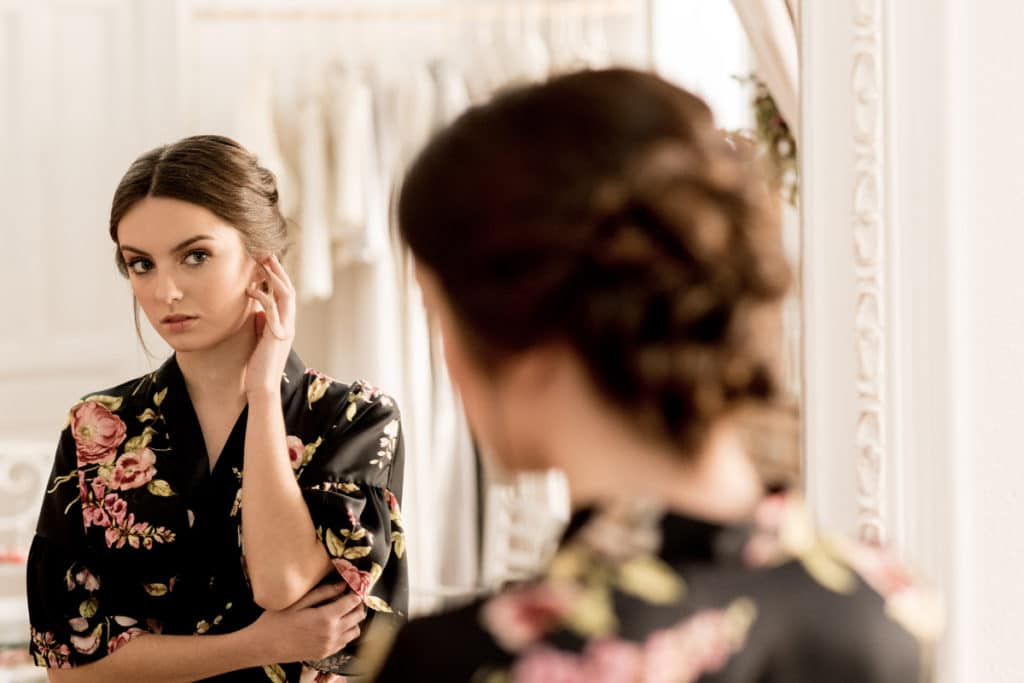 la bata de novia ideal para tu gran día - atelier novias madrid